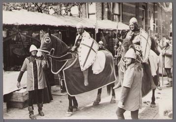 WAT001001054 Foto: buurtvereniging Jonkerbuurt; Graaf Willem I en zijn gevolg, ze gingen opnieuw ter ...