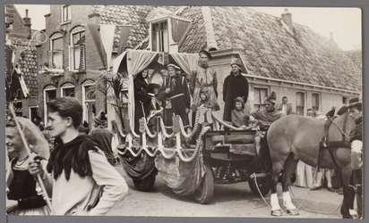 WAT001001059 Foto: buurtvereniging M. Tinxgracht - Prinsenstraat met ''De Stadsrechten......'''Stadsfeest Edam.Van 12 ...