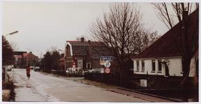 WAT001001132 Rechts: stolpboerderij aan Den Ilp nummer 2.