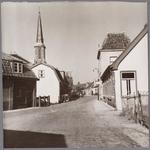 WAT001001155 Midden achter: de R.K. parochie Heilige Sebastianus in Ilpendam, Dorpsstraat nummer 54.Links eerste pand ...