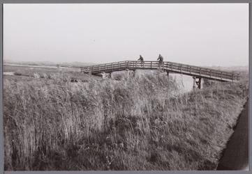 WAT001001140 Een brug in het Ilperveld. Het Ilperveld is een natuurgebied in de gemeente Landsmeer dat eigendom is van ...