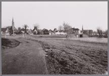 WAT001001173 Ilpendam. Foto genomen vanaf de overkant van het Noordhollands kanaal. (Dorre Ilp, Kanaalweg)Links de ...