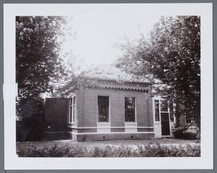 WAT001001343 Voormalige Openbare lagere school in Jisp.De opening van deze school vond plaats op 8 februari 1877.Van de ...
