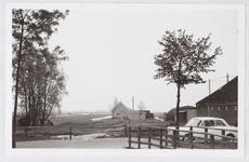 WAT001001402 Links op de foto is nog net een stukje van de boerderij te zien op Dorpsstraat nummer 106. Intussen is de ...