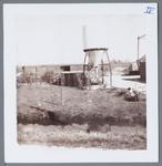 WAT001001467 Aanzicht op een stuk boerenland aan het Weiver te Jisp. Midden in beeld staat een voer silo.