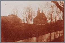 WAT001001621 Kerkebuurt.Foto: de Nederlands-hervormde kerk van Kwadijk. Zaalkerk met spitsboogvensters en een houten ...