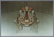 WAT001001634 Foto:bovenkant orgel van de Nederlands-hervormde kerk van Kwadijk. Zaalkerk met spitsboogvensters en een ...