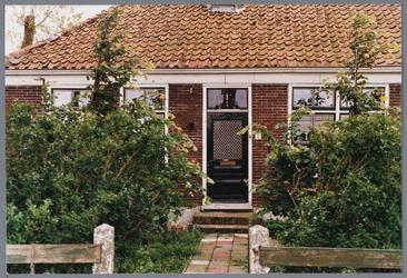 WAT001001658 Foto: stolpboerderij aan de Kwadijk nummer 12.