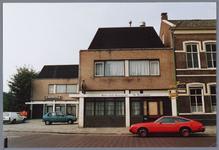 WAT001001735 Foto: hotel café restaurant ''De Driesprong'' (rechts nog een gedeelte van het oude Raadhuis. Thans (2014) ...