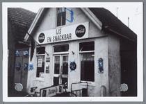 WAT001001684 Foto: snackbar De Valk 1960Van Beekstraat 16 De eerste snackbar in Landsmeer. Daarvoor was dit gebouwtje ...
