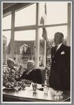 WAT001001884 Opening rusthuis De Keern Foto: burgemeester Gerrit Gezinus Post opent de ...