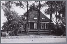WAT001002071 Aanzicht op de stolpboerderij van Wim en Greta Muts aan de Middelie 23.