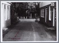 WAT001002047 Aanzicht op rechts: cafe Wapen van Middelie plus kruidenier. Zicht op Edammerdijkje Links huis van W. de ...