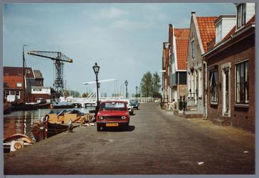 WAT001002172 Foto: Deel van de havan van Monnickendam met op de achtergrond de Lange Brug.