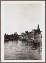WAT001002174 Foto: Aanzicht op de haven van Monnickendam gezien vanuit de richting van de Lange Brug.