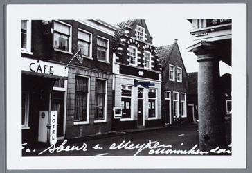 WAT001002181 Foto; Naast het hotel,Middendam 6.Huis met trapgevel in Haarlemse trant, 1614. Het fries afgesloten door ...
