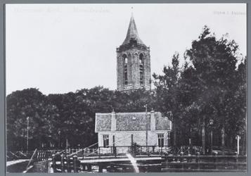 WAT001002208 Foto: Aanzicht op de toren van de Grote kerk. Brugman Reier Oud met brugwachterswoning. Zowel brug als ...