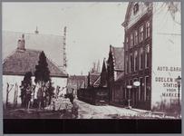 WAT001002306 Aanzicht op de Zarken met rechts op de hoek het Doelen Hotel. Later werd dit de Burgemeesterswoning. Het ...