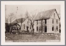WAT001002548 Midden achter: de Nederlands-hervormde kerk, links daarvan de school en rechts de pastorie.Kerk gebouwd in ...
