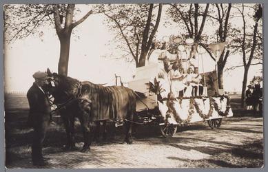 WAT001002724 Feestelijke optocht met paard en wagen ter gelegenheid van het 300 jaar bestaan van de Purmer.1622 tot 1922.