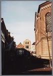 WAT001002761 Hoek Achter de Kerk en de Kaasmarkt met rechts de Koepelkerk.