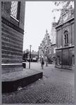 WAT001002762 Links de koepelkerk, rechts het Waaggebouw en helemaal rechts op de achtergrond het voormalige raad/stadhuis.