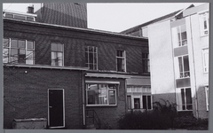 WAT001002972 Binnenplaats van het vroegere Gast en Proveniershuis uit 1844 van architect W.A.Scholten. Geleidelijk ...