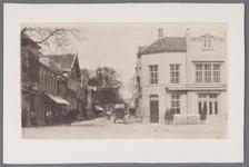 WAT001002964 Het Gouw met links restaurant de Amsterdamse Poort daarnaast een stalhouderij, vervolgens hotel het ...