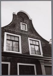 WAT001003058 Huis met een Klokgevel aan de Hoogstraat nummer 27.