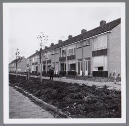 WAT001003132 Nieuwbouwwoningen opgeleverd staande aan de Aletta Jacobslaan.