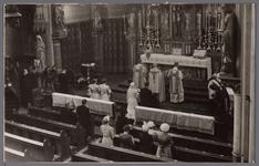 WAT001003324 Huwelijksinzegening in de vierde Rooms-katholieke Kerk aan de Kerkstraat. De architect was Molkenboer en ...