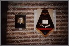 WAT001003345 Rechts een vaandel van de Propagandaclub Sint Petrus.