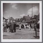 WAT001003380 Koeienmarkt te Purmerend. Op de kop van de koemarkt verhandelde men al sinds 1612 koeien, ossen, paarden, ...