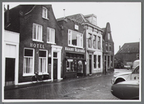 WAT001003378 Hotel van der Meij ook bekend als Het Vergulde Paardshoofd later is hier gevestigd het gelijknamige ...