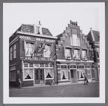 WAT001003383 Hotel restaurant café Amstel Bieren met rechts ernaast Hotel Het Bruine Paard. Hoek Kalversteeg/Koemarkt.