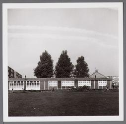WAT001003497 Wherehuis geopend op zaterdag 23 september 1961, het werd eerst gebruikt als noodschool later als noodkerk ...
