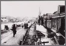 WAT001003564 Als gevolg van een zware noordwester storm brak in januari 1916 de Waterlandse Zeedijk tussen Monnickendam ...