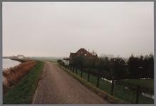 WAT001003834 Boerderij - Stolpboerderij 'Kalversprong' aan de Purmerdijk.Bouwjaar 1910.(de bijbehorende schuur is ...