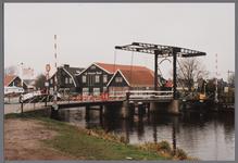 WAT001003840 Brug over de Purmerringvaart, op de achtergrond Hotel De Purmer Eend te Kwadijk. ( Kwadijk 168)