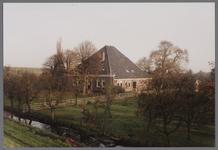 WAT001003841 Boerderij met de naam De Heer van Egmond uit de 17e of 18e eeuw met gevels uit het derde kwart van de 19e ...