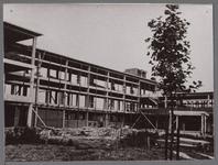 WAT001003883 Bouw van het Stadsziekenhuis ontworpen door de Purmerendse architecten Jan Plas en Corn.Koning en gebouwd ...
