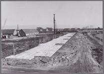 WAT001003925 Purmer-Zuid in aanbouw. Naardermeer en het Purmer Zuidlaantje , de boerderij in de verte staat aan de ...