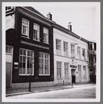 WAT001003985 Links de Eerste Christelijke school 'de Singel'. Daarnaast op nummer 10 de Gereformeerde 'Singelkerk' ...