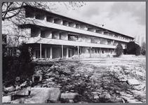 WAT001003888 Bouw van het Stadsziekenhuis ontworpen door de Purmerendse architecten Jan Plas en Corn.Koning en gebouwd ...