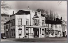 WAT001004074 Hotel -restaurant Belle-vue van Maarten van der Woude.Links achter bejaardentehuis Avondzon .