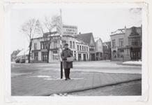 WAT001004076 Het Tramplein met links hotel-restaurant De Amsterdamsche Poort van Piet Arzbach en rechts hotel ...
