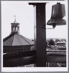 WAT001004589 Stadhuis met carillon door de burgerij geschonken ter gelegenheid van het 550 jaar bestaan van de stad ...