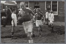WAT001005032 Sport uitwisseling met Arendonck België 1948.Hier treed het gecombineerd elftal van Purmerend en ...