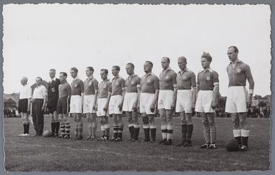 WAT001005034 Sport uitwisseling met Arendonck België 1948.Hier treed het gecombineerd elftal van Purmerend en ...