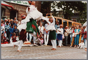 WAT001005526 Purmerend 500 jaar marktstad, breugeliaanse dag.Indiase dansen.